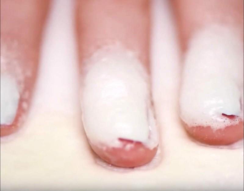 μαγειρική σόδα στα νύχια