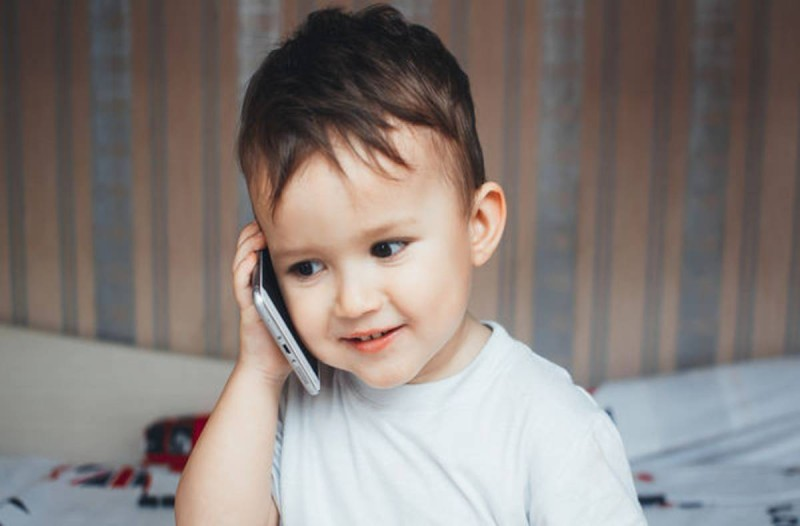 Μεγάλος κίνδυνος: Πριν δώσετε κινητό στα παιδιά πρέπει να προσέξετε…
