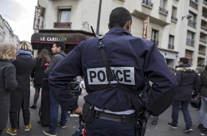 Συναγερμός στο Παρίσι: Ένοπλος αποκεφάλισε άνδρα φωνάζοντας «Αλλάχ Ακμπάρ»!