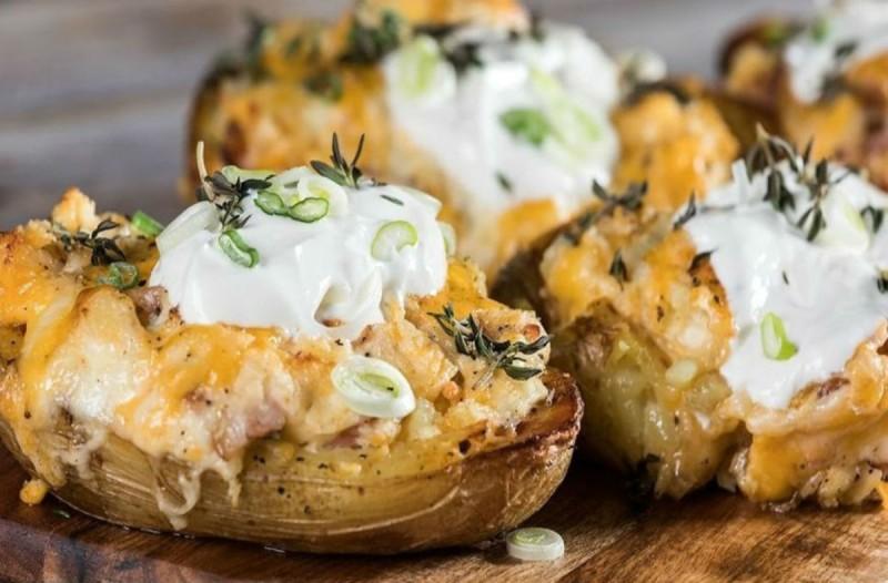 Jacket Potatoes: Η απόλυτη συνταγή με πατάτες που λατρεύουν μικροί και μεγάλοι