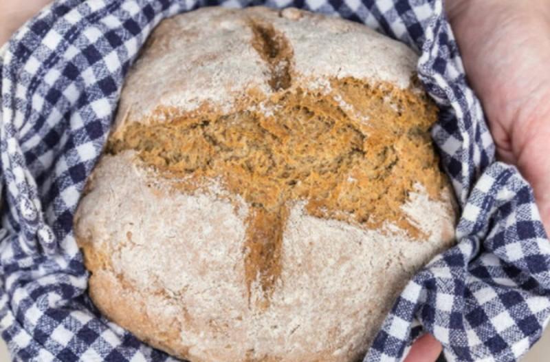 Πανεύκολο ψωμί ολικής, χωρίς ελαιόλαδο, μαγιά ή φουσκώματα
