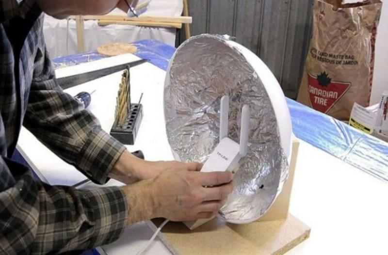 Τύλιξε το ρούτερ του με αλουμινόχαρτο - Μόλις δεις τον λόγο θα το κάνεις αμέσως