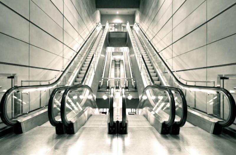 Εσείς γνωρίζετε για ποιο λόγο οι κυλιόμενες σκάλες έχουν οριζόντιες γραμμές;