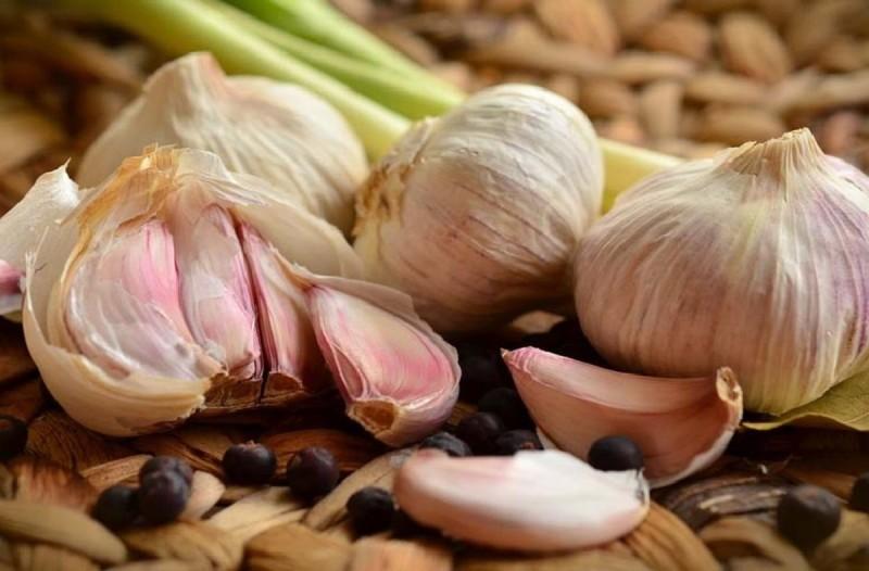Τι συμβαίνει αν φάμε σκόρδο το πρωί με άδειο στομάχι