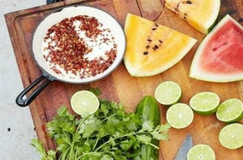 Σας πονάει το στομάχι; Αυτές είναι οι 5 τροφές που πρέπει να φάτε άμεσα