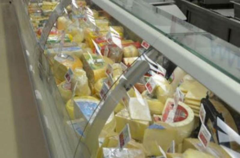 Μόλις δείτε την εικόνα από τα τυριά στο σούπερ μάρκετ δεν θα αγοράσετε ποτέ ξανά