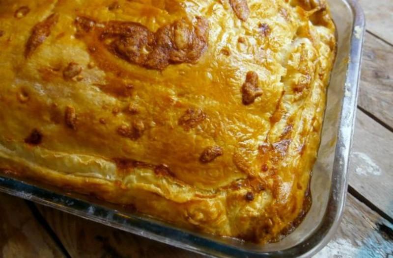 Υπέροχη τυρόπιτα της γιαγιάς με τρία τυριά
