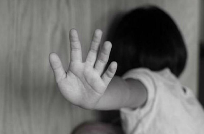 39χρονος πατέρας στο Βόλο χτύπησε την κόρη του