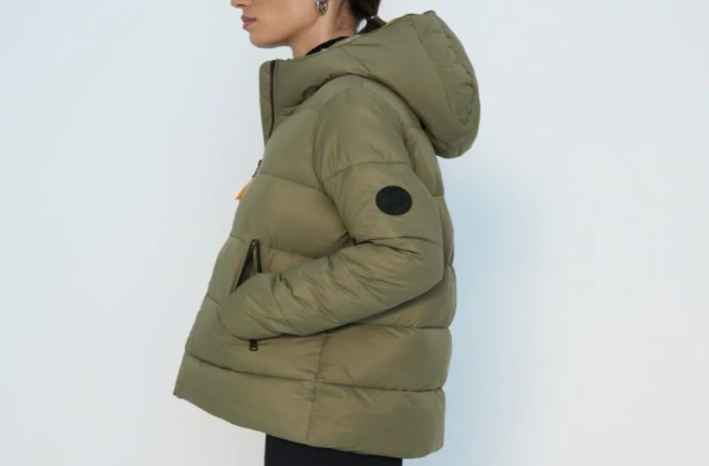 Μπουφάν χακί από τα Zara