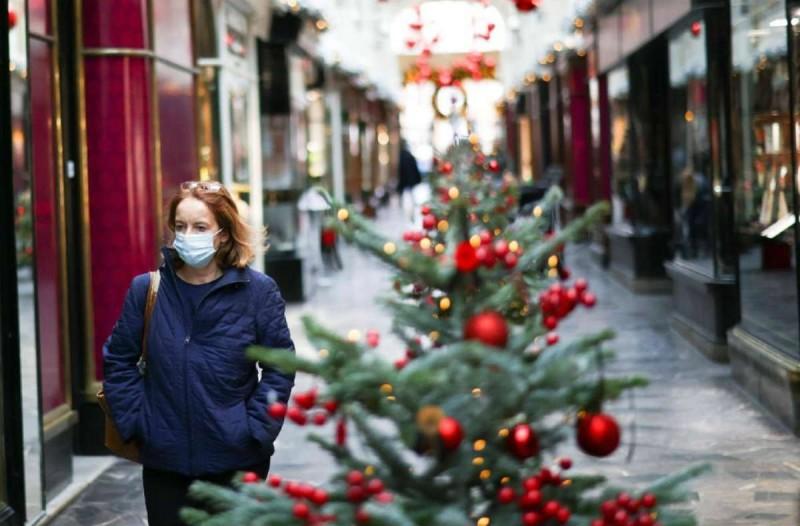 Lockdown: Όλα τα πιθανά σενάρια για τα Χριστούγεννα - Τι θα γίνει με την εστίαση;