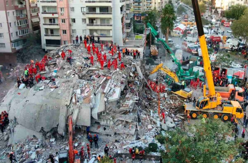 114 οι νεκροί στην Σμύρνη μετά τον φονικό σεισμό της περασμένης Παρασκευής