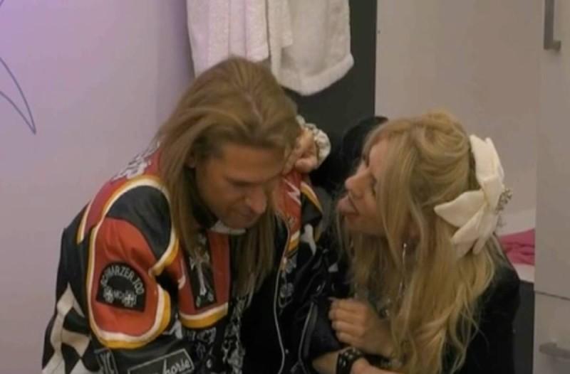 Big Brother: Τρυφερές στιγμές ανάμεσα σε Άννα Μαρία και Πυργίδη - Δεν είχαν πρόβλημα μπροστά στους υπόλοιπους να…