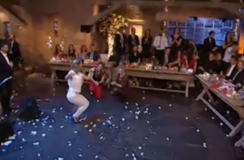 Το πιο άθλιο ζεϊμπέκικο στην ελληνική τηλεόραση: Έπεσε το κράξιμο βροχή!