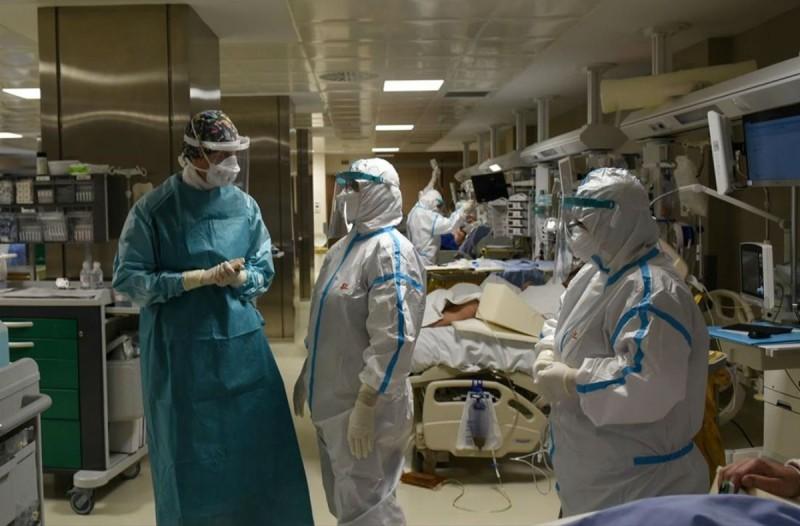 Κορωνοϊός: Αορίστου χρόνου όλοι οι γιατροί που εργάζονται στις ΜΕΘ (Video)