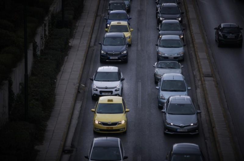 Το υπουργείο Οικονομικών εξετάζει πολύ σοβαρά το ενδεχόμενο να δοθεί παράταση στα τέλη κυκλοφορίας