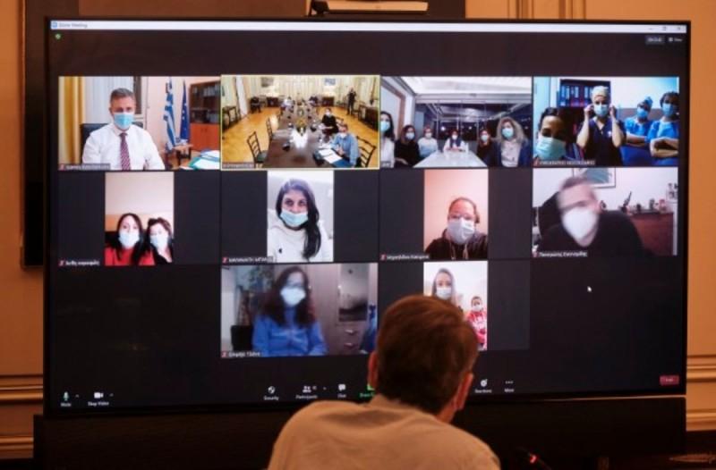 Τηλεδιάσκεψη Κυριάκου Μητσοτάκη με εθελόντριες νοσηλεύτριες