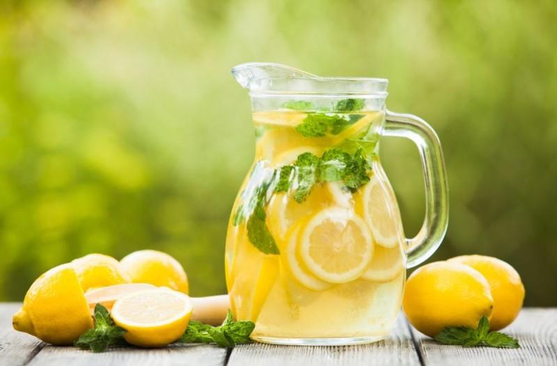 14+1 προβλήματα υγείας που αντιμετωπίζει ο χυμός λεμονιού
