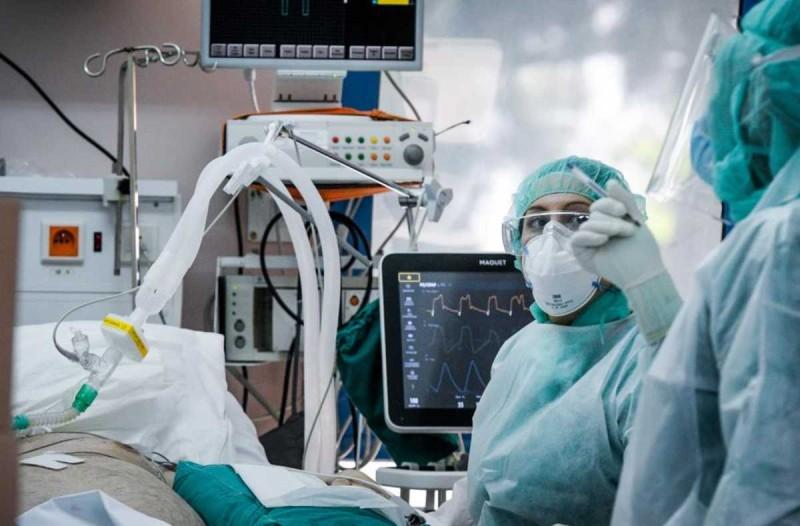 Κορωνοϊός: Άμεση πρόσληψη γιατρών σε ΜΕΘ - Επιτάσσονται ιδιωτικές κλινικές