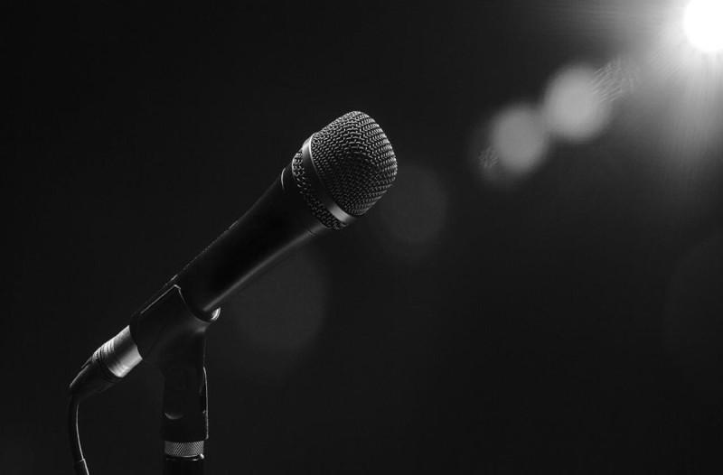 Κορωνοϊός: Στην εντατική γνωστός τραγουδιστής -