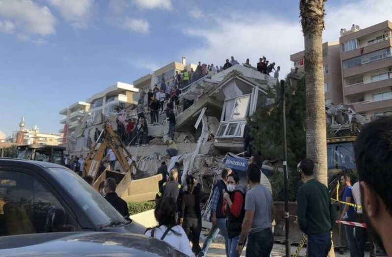 Νεκροί στην Σμύρνη από τον σεισμό της Παρασκευής