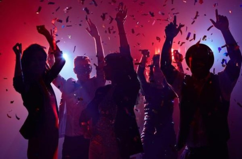 Κορωνοϊός - Θεσσαλονίκη και Χανιά: Χωρίς τέλος τα κορωνό-πάρτι - Αγνόησαν όλες τις απαγορεύσεις