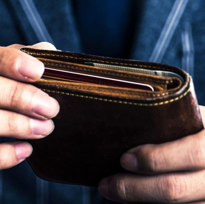 Ένας άνδρας κατάφερε να βρει το πορτοφόλι του μετά από 26 χρόνια που είχε χάσει.