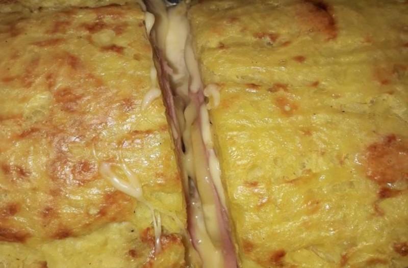 Ρόλο πατάτας με τυρί και ζαμπόν