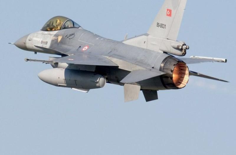 Τουρκικό F-16 πέταξε πάνω από την Σάμο