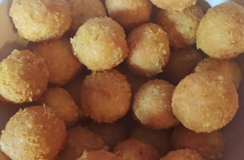 Χρυσαφένιες τυρομπαλίτσες - Πανεύκολη συνταγή