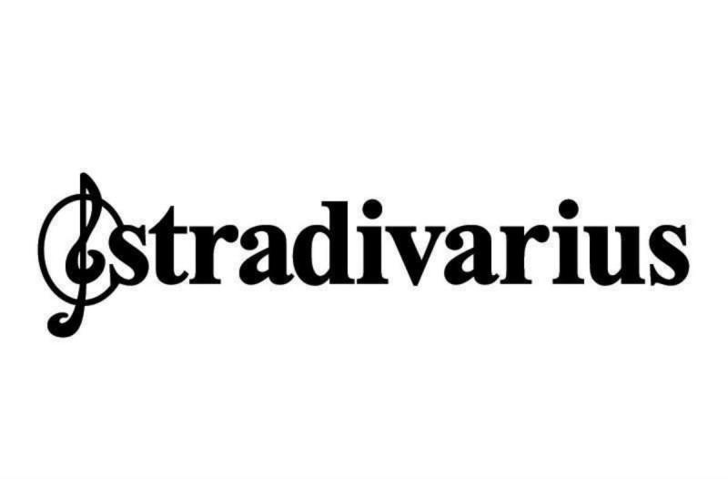 Stradivarius: Αγόρασε το απόλυτο τζιν της σεζόν μόνο με 25,99€