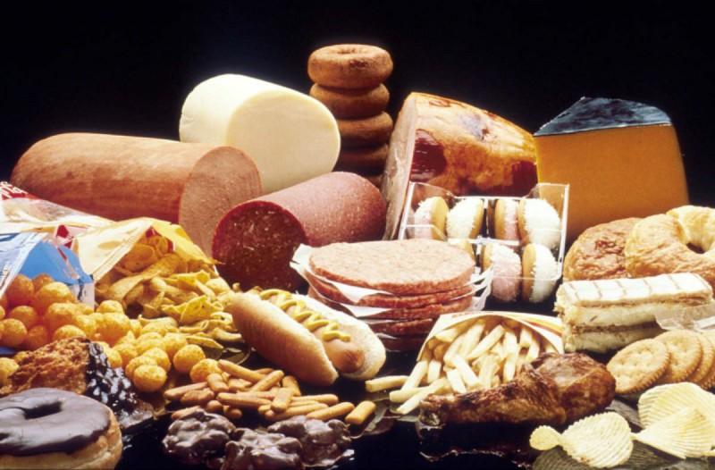 4+1 τροφές που πρέπει να πετάξετε αμέσως - Μπορεί να προκαλέσουν έως και...