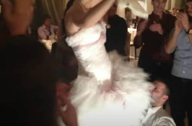 Το τσιφτετέλι της νύφης που... ισοπέδωσε το γαμπρό -