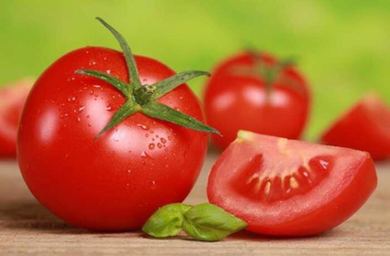 Πώς μια ντομάτα μπορεί να απομακρύνει την τριχοφυΐα από το πρόσωπό σας