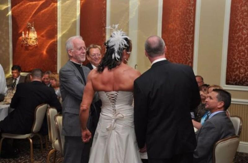 Νύφη και γαμπρός στο γάμο τους