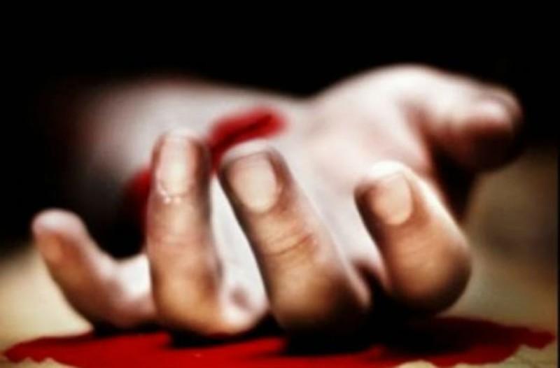 Σοκ στην Κρήτη: 62χρονος έκοψε τις φλέβες του πάνω στον τάφο της μητέρας του