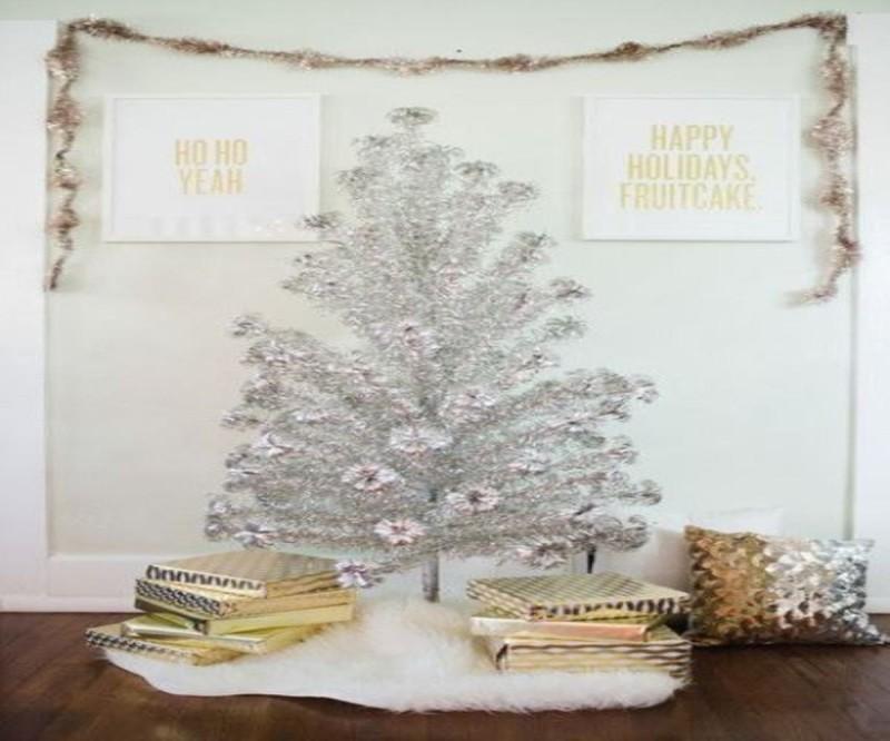 Χριστουγεννιάτικο δέντρο ασημί