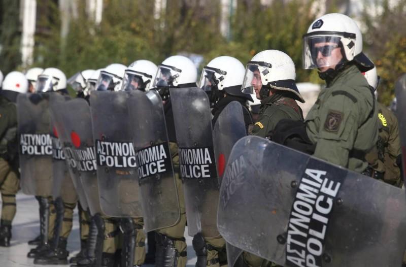 Κολωνός: Συμπλοκές μεταξύ αντιεξουσιαστών και αστυνομικών