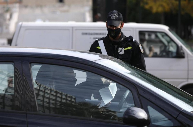 Κορωνοϊός: Ρεβεγιόν με απαγορευτικό, μηνύματα και μπλόκα - Όλο το σχέδιο της Αστυνομίας