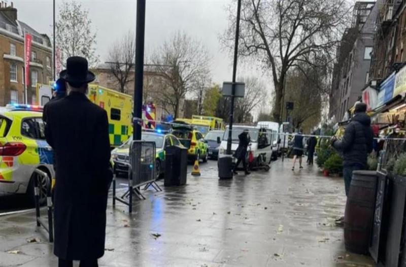 Λονδίνο: Τρομακτικές οι πρώτες εικόνες με το αυτοκίνητο που έπεσε σε πεζούς - Προκλήθηκαν αρκετοί τραυματισμοί
