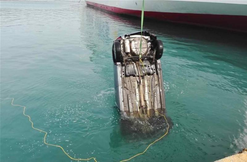 Συναγερμός στον Πειραιά: Πτώση αυτοκινήτου στο λιμάνι - Έσπευσε στο σημείο το Λιμενικό Σώμα