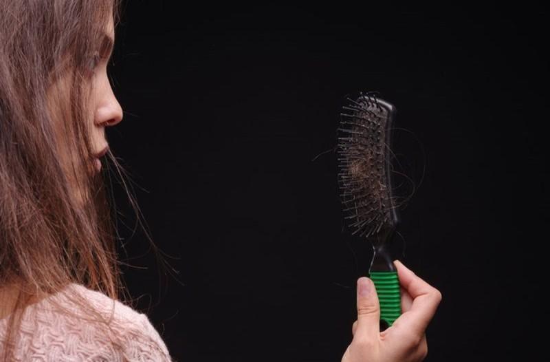 3 κίνδυνοί που κρύβει η δίαιτα για τα μαλλιά