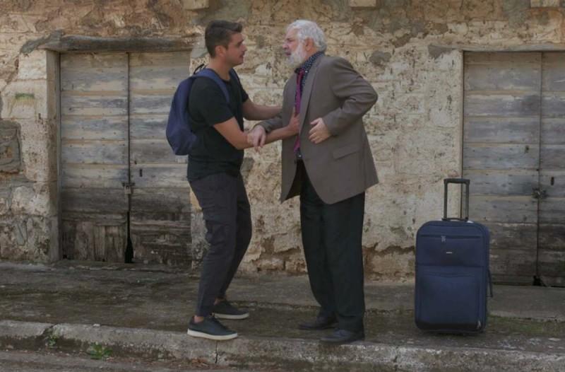 Χαιρέτα μου τον Πλάτανο: Αναστάτωση στο χωριό μετά τη λιποθυμία του...