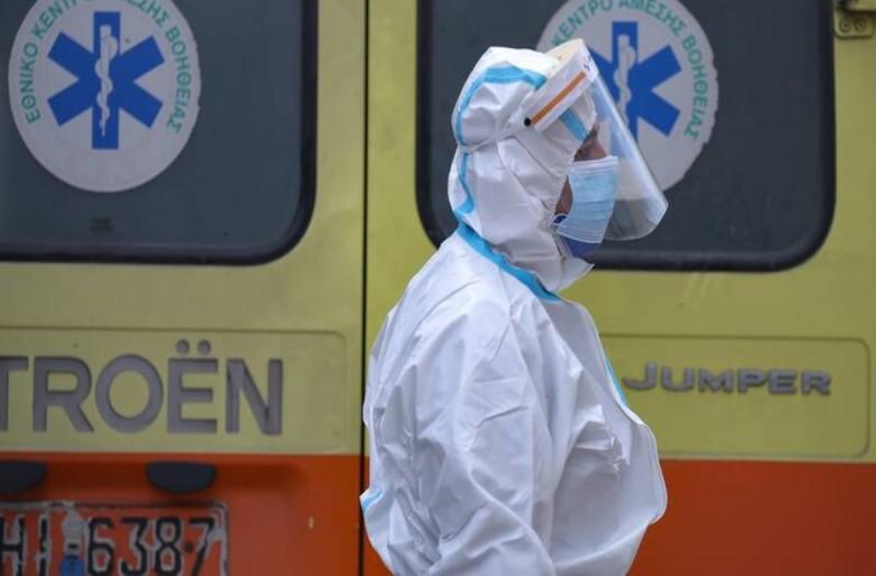 Ασθενής άλλαξε 3 ασθενοφόρα για τη διακομιδή του από τον Βόλο στην Κόρινθο