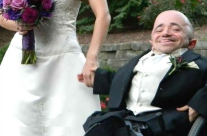 Η φωτογραφία του γαμπρού από τον γάμου του που έκανε όλους να σαστίσουν με τη νύφη - Σοκαριστική ιστορία