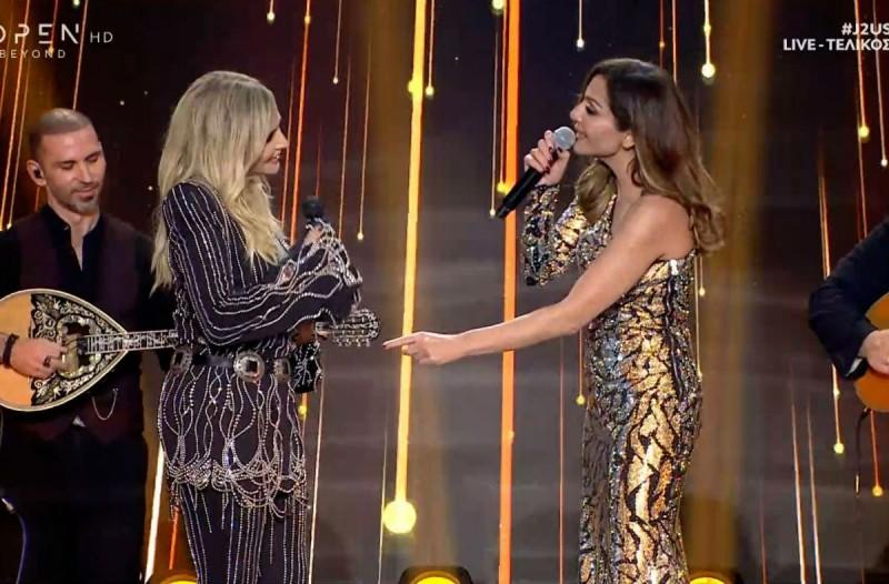 J2US: Άννα Βίσση-Δέσποινα Βανδή μαζί στη σκηνή & το φιλί στο στόμα! (Video)