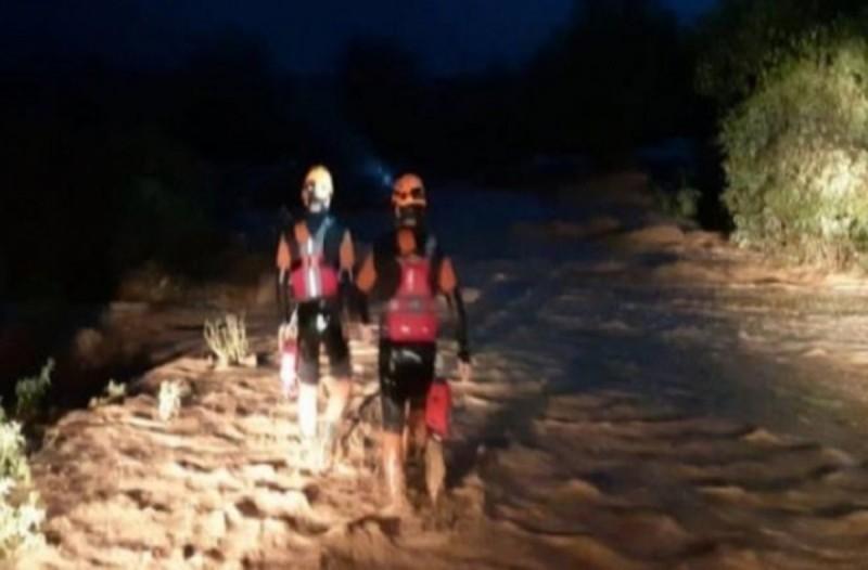 Κακοκαιρία στην Κρήτη: Πολλαπλά τα προβλήματα σε πολλές περιοχές - ΙΧ παρασύρθηκε από τα ορμητικά νερά ποταμού