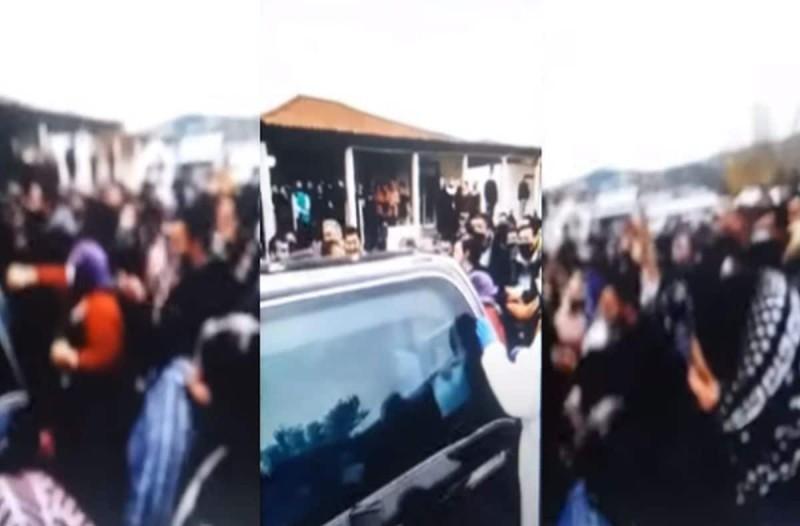 Απίστευτες εικόνες συνωστισμού σε κηδεία Ρομά στον Βόλο