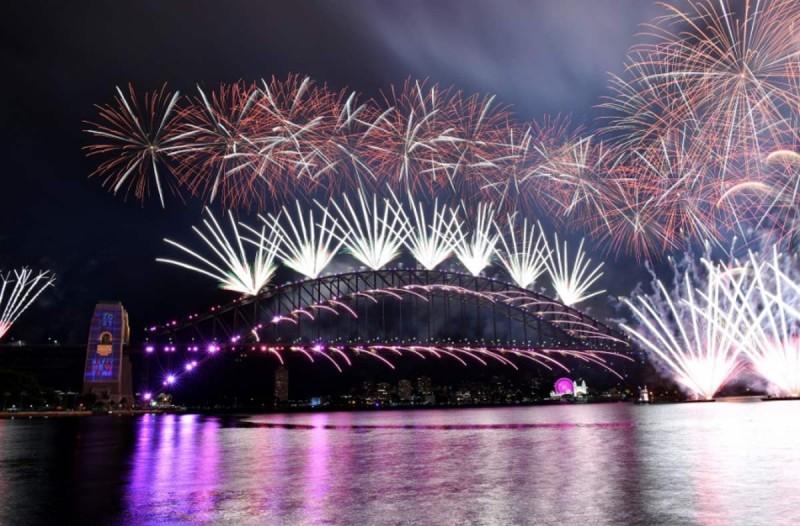 Πρωτοχρονιά: Με γιορτή πυροτεχνημάτων καλωσόρισαν στη Νέα Ζηλανδία το νέο έτος - Αποχαιρέτησαν το