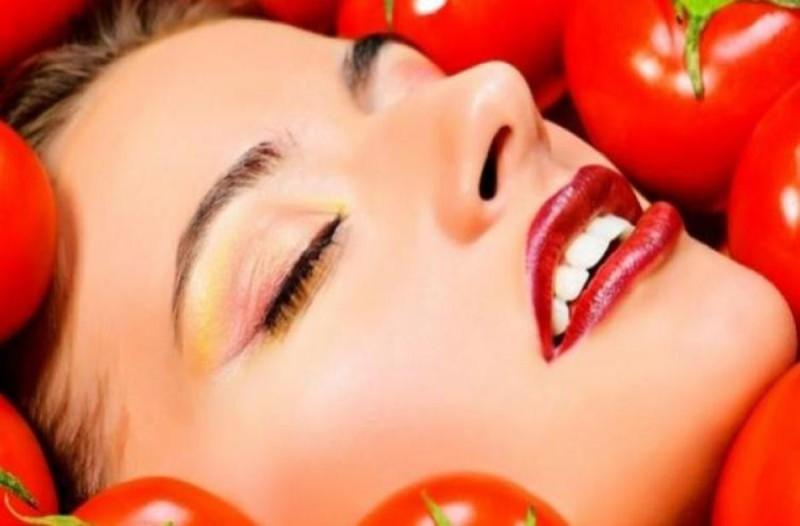 Ντομάτα για scrub προσώπου