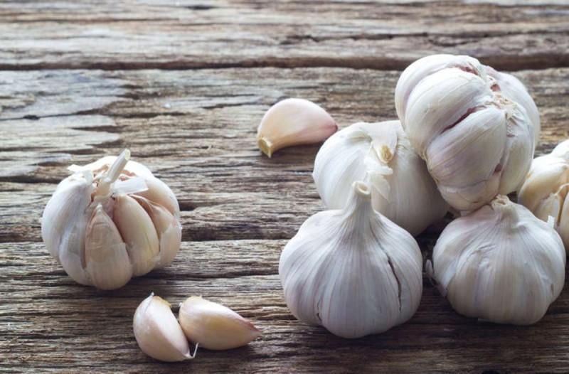 Τι κάνοουν 6 σκελίδες σκόρδο στο σώμα σου μέσα σε 24 ώρες